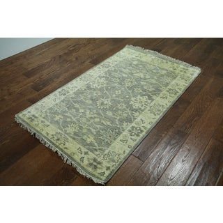 Hand-knotted Oriental Oushak Grey Wool Rug (3' x 4' 11)