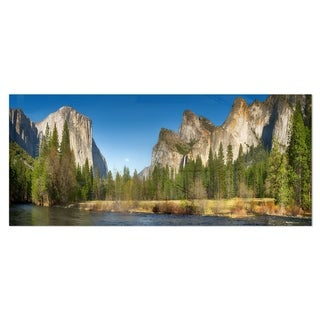 Designart 'Yosemite Valley Panorama' Landscape Metal Wall Art