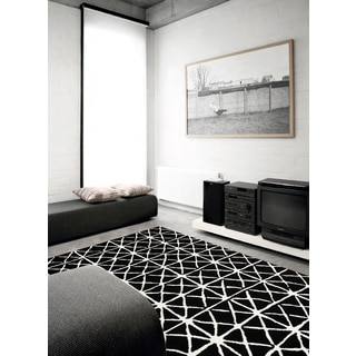 Plait Black/ White X Rug (5'3 x 7'7)