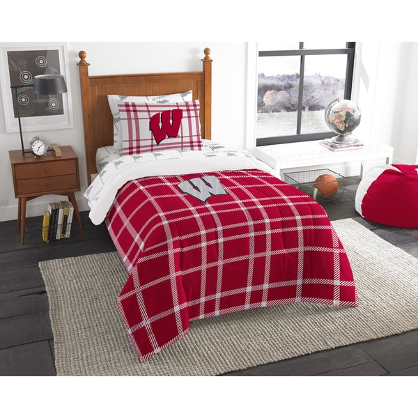 The Northwest Company Wisconsin Twin 5-piece Bed in a Bag with Sheet Set