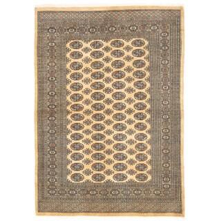 Herat Oriental Pakistani Hand-knotted Bokhara Wool Rug (5'6 x 7'9)