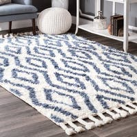 nuLOOM Hand-knotted Moroccan Diamond Trellis Blue Shag Rug (4' x 6')