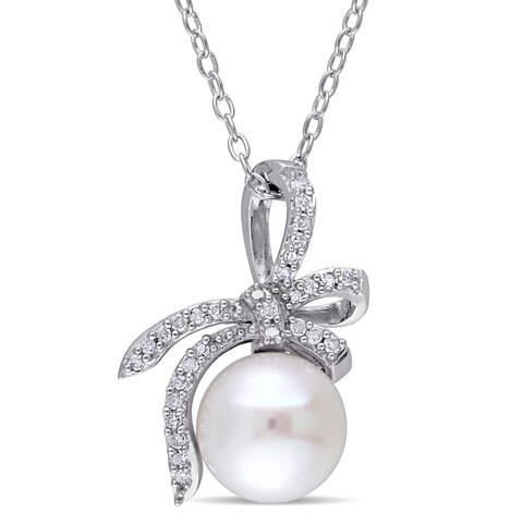 Laura Ashley Sterling Silver 1/10ct TDW Diamond and Freshwater Cultured Ribbon Bow Necklace (8-8.5 mm) (G-H, I2-I3) - White