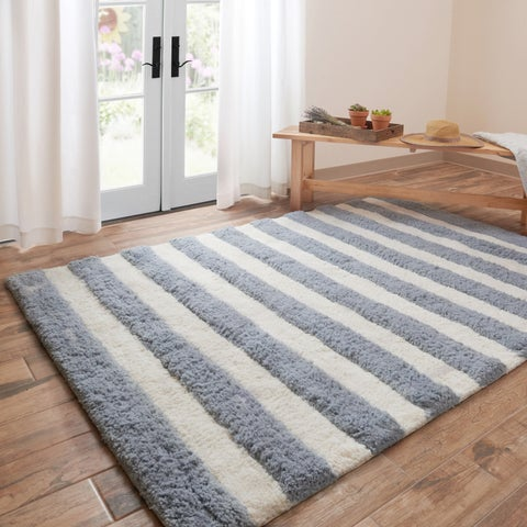 Hand-tufted Riley Slate/ Ivory Striped Shag Rug (5'0 x 7'0) - 5' x 7'