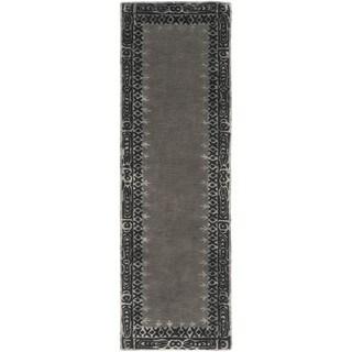 Hand-Tufted Trent Border Indoor Rug (2'6 x 8')