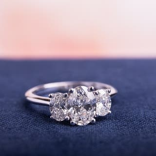 Miadora Signature Collection 18k White Gold 1 1/2ct TDW Certified 3-Stone Oval Shape Diamond Engagement Ring (H-I, SI2-I1) (IGI)|https://ak1.ostkcdn.com/images/products/12202744/P19049884.jpg?impolicy=medium
