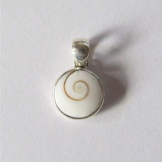 Handmade Operculum 'Eye of Shiva' Petite Round Pendant (Bali)