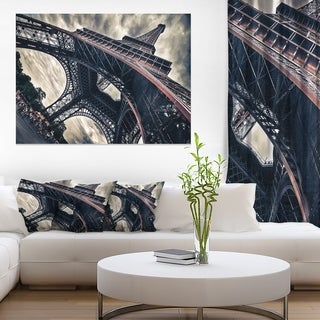 Paris Eiffel Tower in Grungy Dramatic Style - Cityscape Canvas print