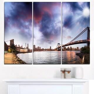 Brooklyn Bridge over East River - Cityscape Canvas print