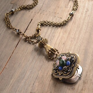 Sweet Romance Vintage Clover Locket Necklace