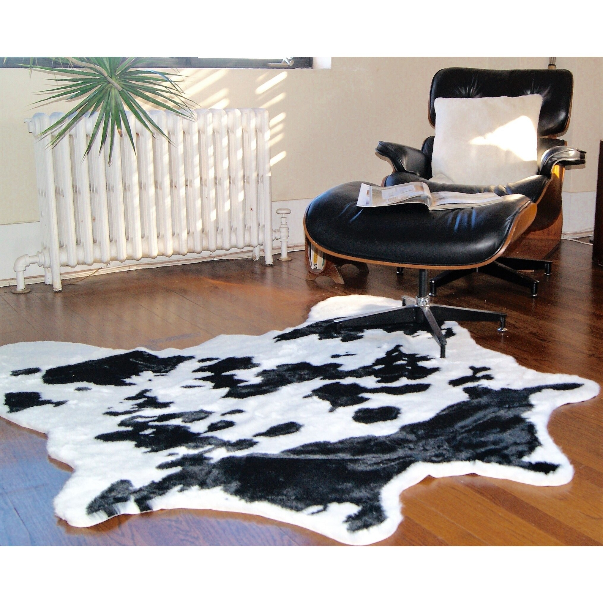 Luxe Black and White Faux Cowhide Rug (Faux Cowhide 4 1/4...