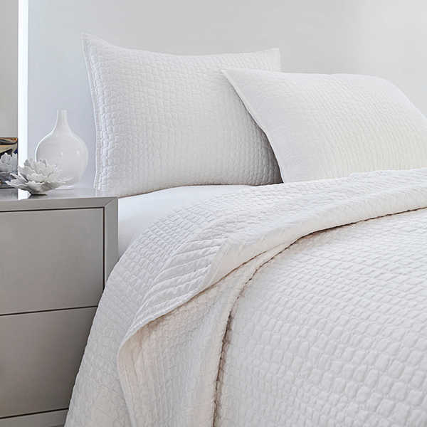 vince camuto solid white crocodile quilted coverlet - free