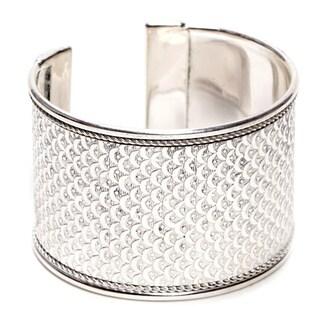 Handmade Bright Silver Art Deco Scallop Cuff (India)