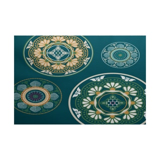 Medallions Geometric Print Indoor/ Outdoor Rug (5' x 7')