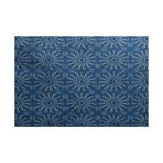 Sun Tile Geometric Print Indoor/ Outdoor Rug (5' x 7')