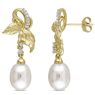 Laura Ashley 10k Yellow Gold 1 /10ct Diamond TDW and Freshwater Cultured Pearl Leaf Drop Earrings (8-8.5 mm) (G-H, I2-I3)