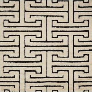 Jullian White/ Black Geometric Maze Shag Rug (7'7 X 7'7 Square)