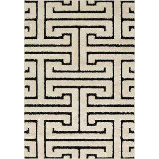 Jullian White/ Black Geometric Maze Shag Rug (5'3 X 7'7)