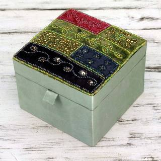 Handcrafted Satin Glass Beaded 'Sweet Sparkle' Jewelry Box (India)