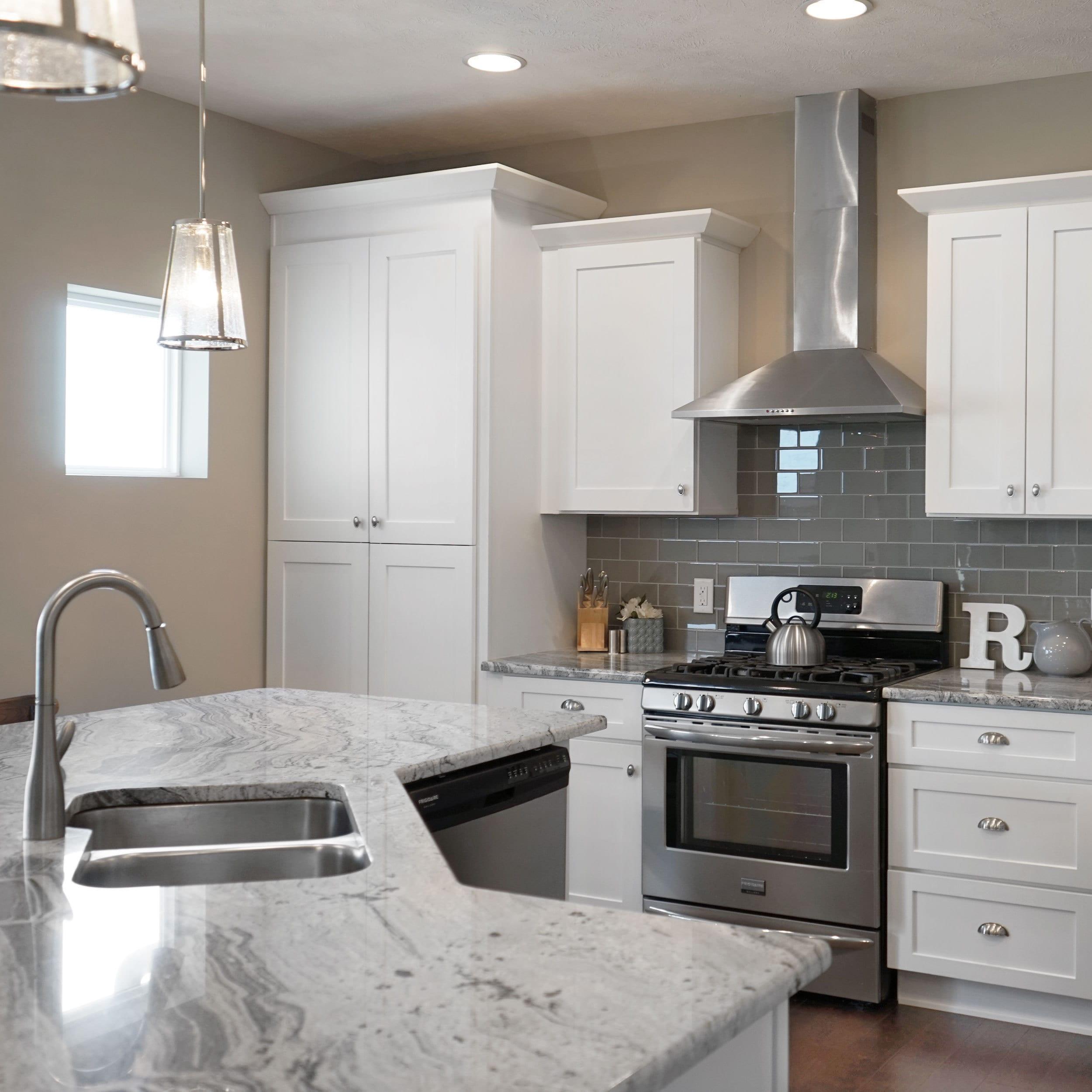 Everyday Cabinets 30 Inch White Shaker Double Door Bridge Wall Kitchen Cabinet