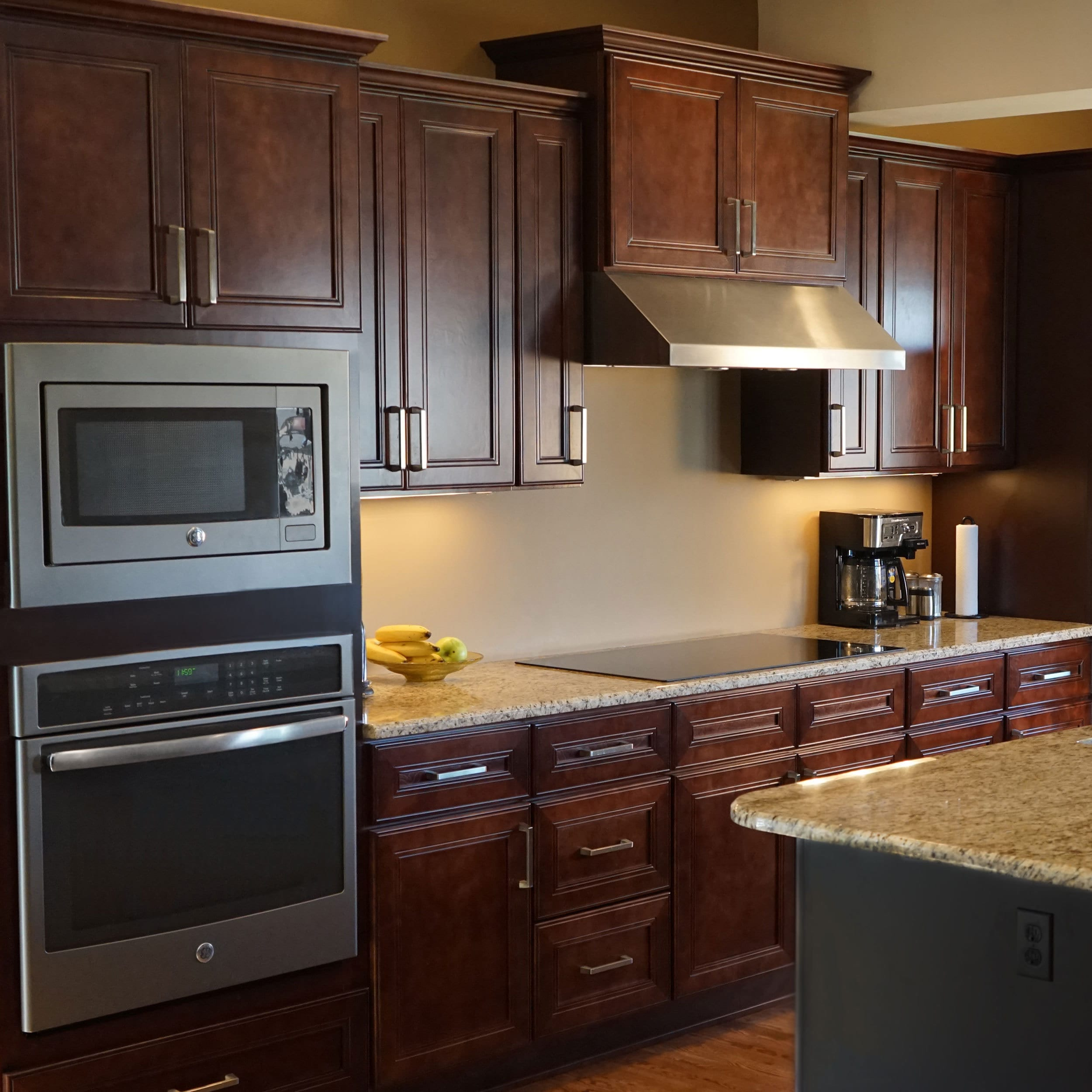 Everyday Cabinets 30 Inch Cherry Mahogany Brown Leo Saddle 3 Drawer Base Kitchen Cabinet