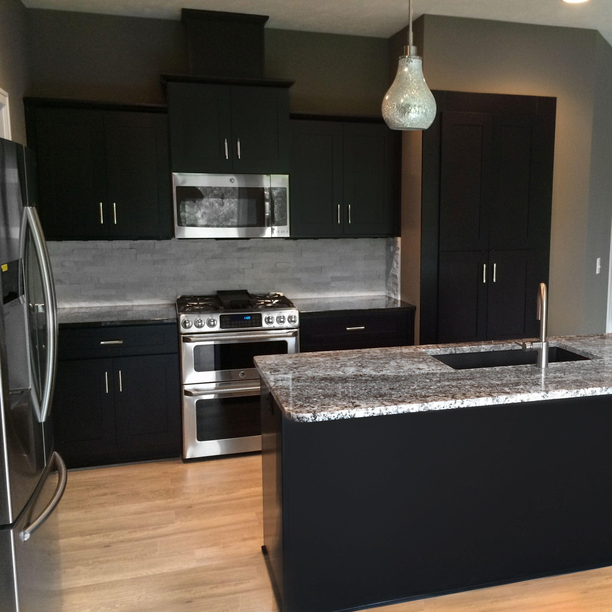 Everyday Cabinets 21 Inch Dark Espresso Shaker 3 Drawer Base Kitchen Cabinet