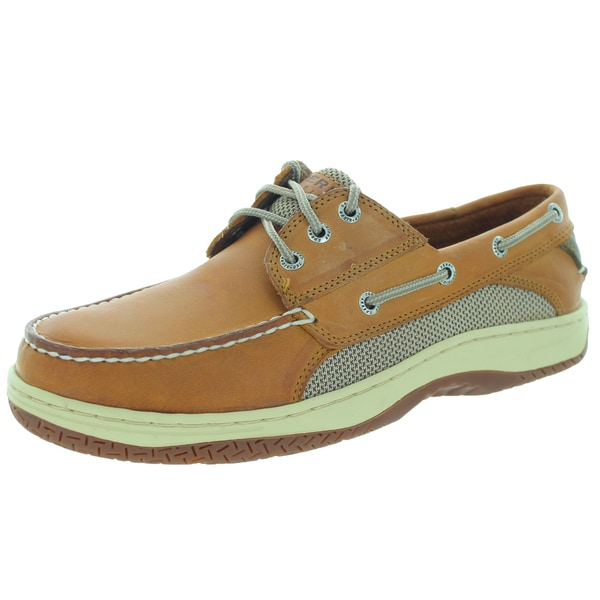 If you're a fan of Sperry Top-Sider's nautical style, you'll go overboard for the Sperry Top-Sider Billfish 3-Eye Boat Shoe. This sporty twist on the original Sperry boat shoe features a streamlined silhouette with a Lacing System wound through three sets of rustproof eyelets for a more secure fit.5/5.