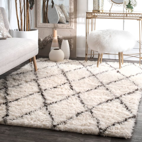 nuLOOM Handmade Soft and Plush Moroccan Trellis Wool Ivory Shag Square Rug - 6' x 6'