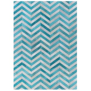 Chevron Hide Turquoise/ White Leather Hair-on Hide Rug (5' x 8')