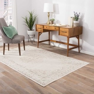 Classic Medallion Pattern Ivory/ Beige Rayon Chenille Area Rug (7'6 x 9'6)