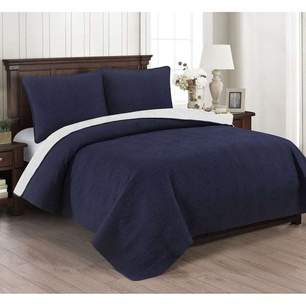Brielle Wave Reversible Oversized 3 Piece Quilt Set. Opens flyout.