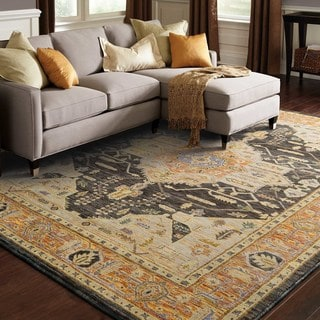 Majestic Medallion Gold/ Grey Rug (5' 3 x 7' 3)