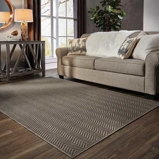 Chevron Textured Loop Pile Grey/ Charcoal Indoor/Outdoor Rug (5' 3 x 7' 6)