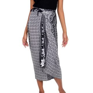 Handcrafted Rayon 'Dream of Elephants' Sarong (Indonesia)