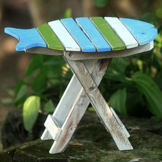 Handcrafted Albesia Wood 'Bawal Fish' Folding Accent Table (Indonesia)