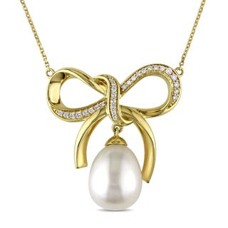 Miadora Signature Collection 14k Gold Cultured Freshwater Pearl and 1/5ct TDW Diamond Bow Necklace (G-H, SI1-SI2) (11-11.5mm)