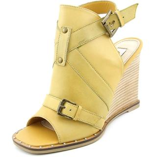Two Lips Women's Dahl Yellow Leather Sandals