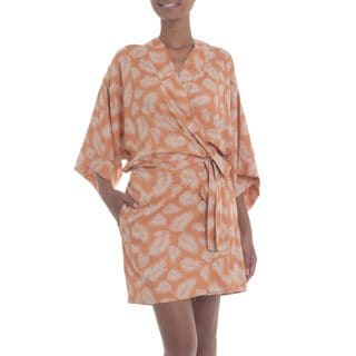 Handcrafted Rayon 'Windy Beach in Orange' Short Batik Robe (Indonesia)