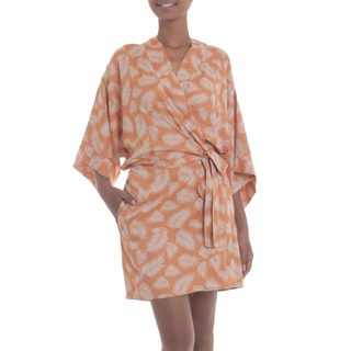 Handmade Rayon 'Windy Beach in Orange' Short Batik Robe (Indonesia)