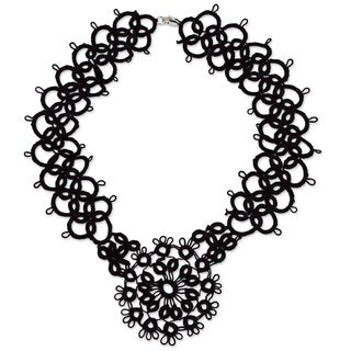 Handmade Cotton 'Black Lace Beauty' Necklace (Mexico)