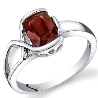 Oravo 14k White Gold 1 1/2ct TGW Garnet and Diamond Accent Bezel Ring