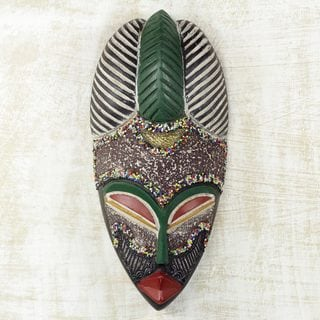 Handcrafted Sese Wood 'Pride of a Queen' African Wall Mask (Ghana)