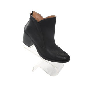 Hadari Women's Classic Black Ankle Slip on Boot with Back Zip