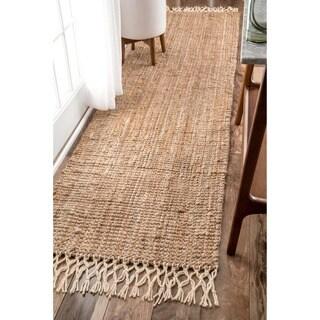 nuLOOM Handmade Chunky Jute/ Wool Tassel Natural Runner Rug (2'6 x 8')