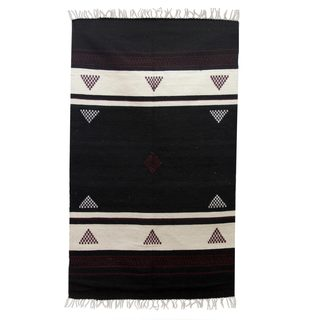Handcrafted Wool 'Burgundy Triangles' Geometric Dhurrie Area Rug (3x5) (India)