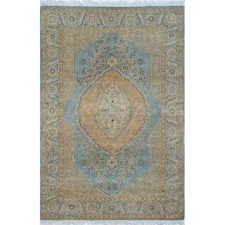 Turkish Hammad Light Blue Wool Area Rug (4'1 x 5'11) - 4'1 x 5'11