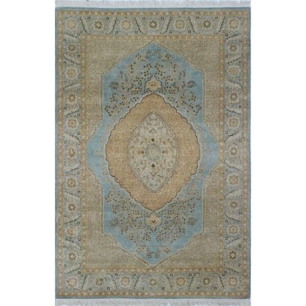 Afifa Light Blue/Beige Turkish-knotted Wool Rug (4'1 x 5'11)