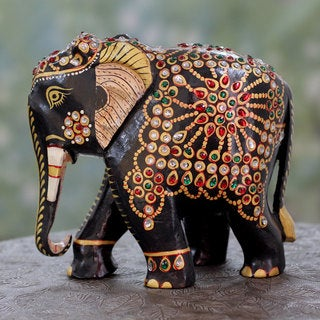 Handmade Kadam Wood 'Majestic Elephant' Sculpture (India)