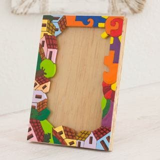 Handcrafted Pinewood 'Happy Home' Photo Frame (4x6) (El Salvador)