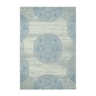 Genevieve Gorder Elsinore-Mandala Blue/Grey/Off-white Olefin Machine-woven Rug (3'11 x 5'6)